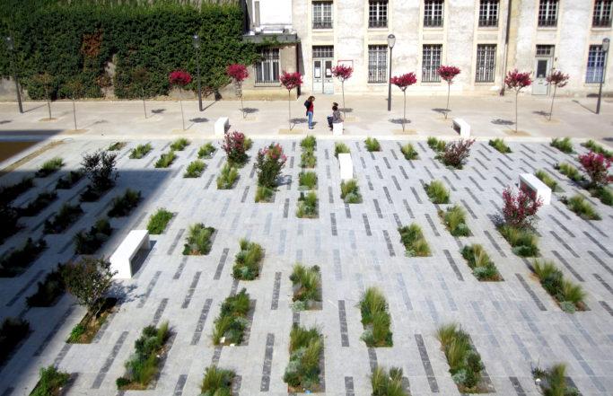 Entre place et jardin